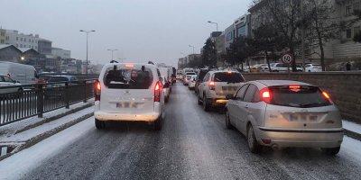 Başkent güne kar ile uyandı