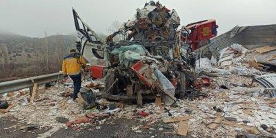 Yozgat'ta feci trafik kazası: 3 ölü