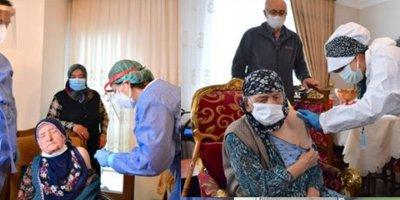 Ankara'da 116 yaşındaki iki kişiye aşı evlerinde yapıldı