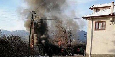 Beypazarı'nda korkutan yangın! 2 ev kül oldu