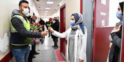14 Şubat'ta Başkent'te sağlık çalışanlarına kırmızı gül