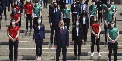 """Bakan Kasapoğlu: """"19 Mayıs'ta İstiklal Marşımızı evlerimizden okuyacağız"""""""