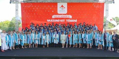 YİÜ Tıp Fakültesi ilk mezunlarını verdi