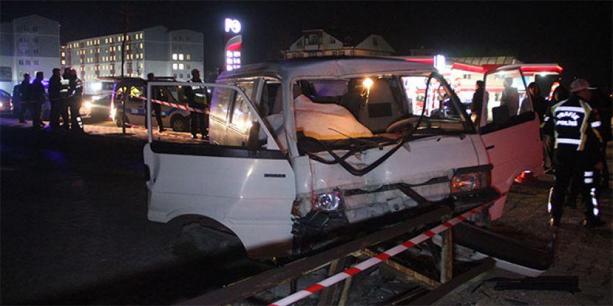 Bolu'da otomobil elektrik direğine çarptı: 1 ölü