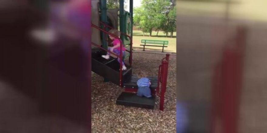 Kolu bacağı olmayan çocuğun azmi