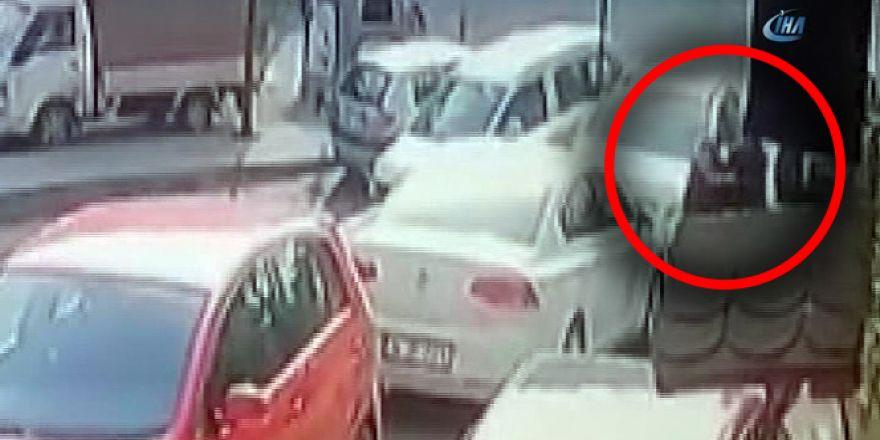 Sokak ortasında işlenen kadın cinayeti kamerada