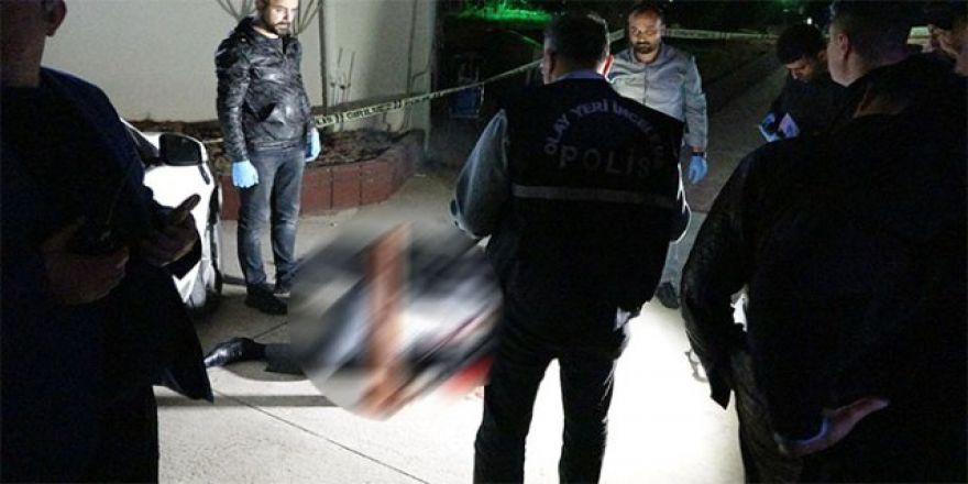 İş adamına evinin önünde kanlı infaz