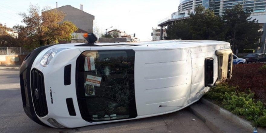 Ankara'da işçi servisi ile minibüs çarpıştı