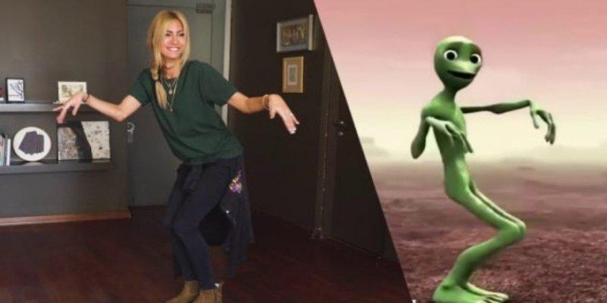 Çağla şikel | Uzaylı Dansı