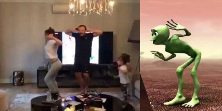 Demet Akalın Yeşil Uzaylı Dansı