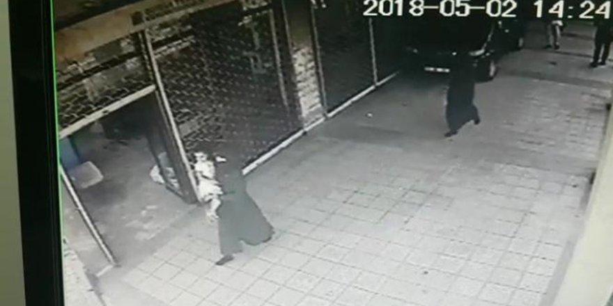 İki kız çocuğu peçeli üç kadın tarafından kaçırıldı