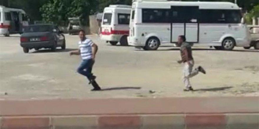 Dolmuşa bindirmeyen şoförü kovalayıp bıçakladı