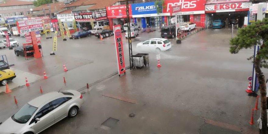 Ankara'da yağmur ve dolu hayatı felç etti