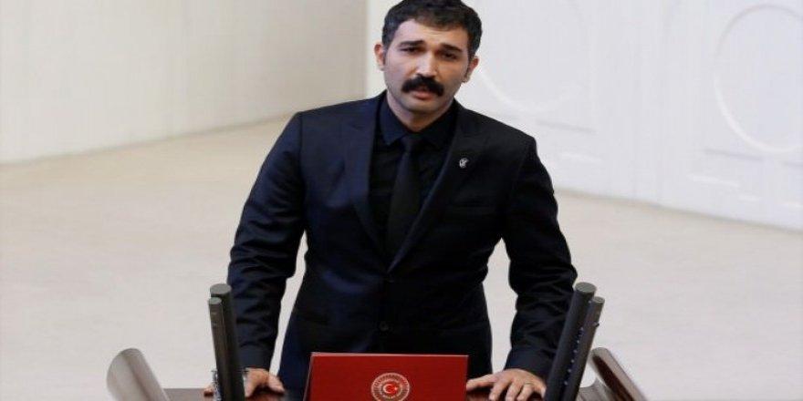 HDP'li Barış Atay yemin ederken TBMM'de olay çıktı