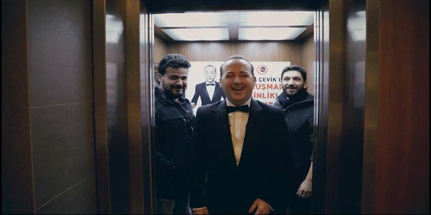 """Asansör Şakası """"Tolga Çevik İle Konuşmak Yasaktır!"""""""