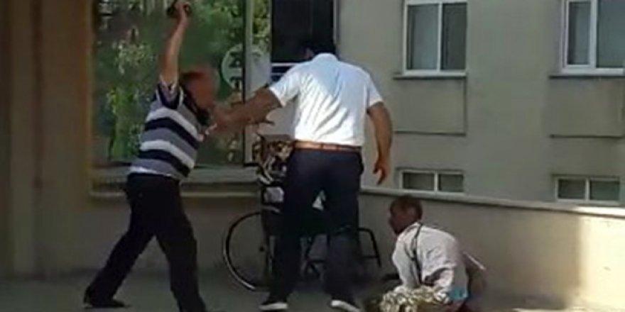 Engelli Çocuğunu Terlikle Dövdü