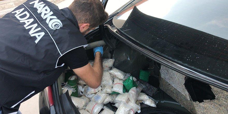 Araçtan 3 milyonluk uyuşturucu hap çıktı