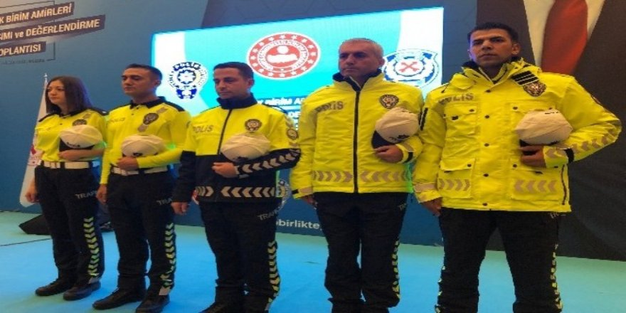 Süleyman Soylu yeni polis üniformalarını tanıttı.