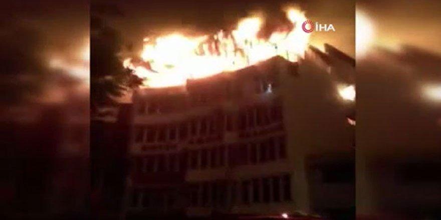 Hindistan'da otel yangını: 17 ölü