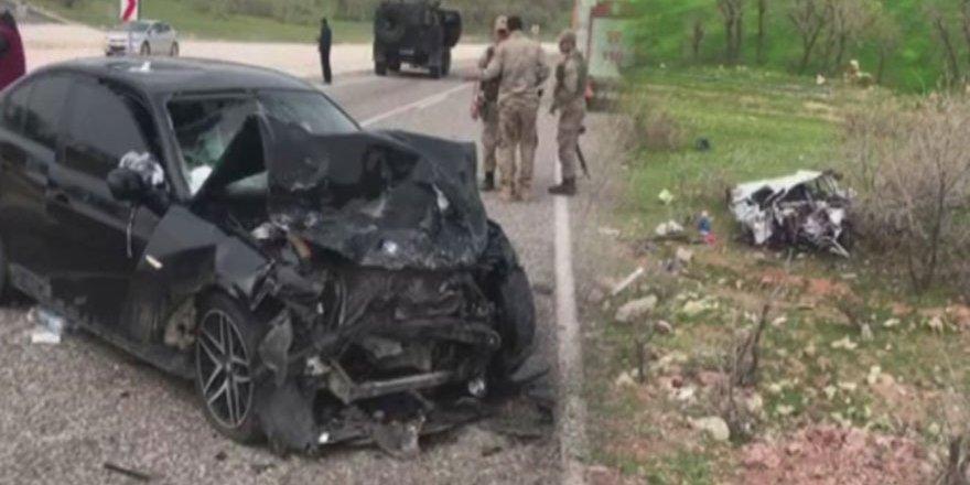 Diyarbakır'da otomobiller kafa kafaya çarpıştı: 5 ölü, 4 yaralı