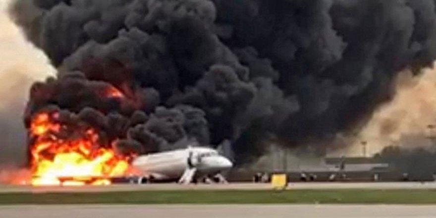 Rusya'daki uçak yangınında 13 kişi öldü