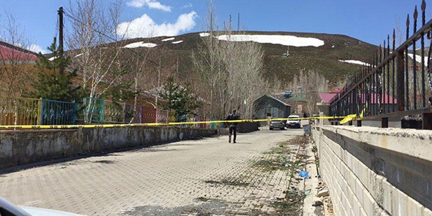 Bingöl'de cinnet: eşi ve 3 çocuğunu vurdu