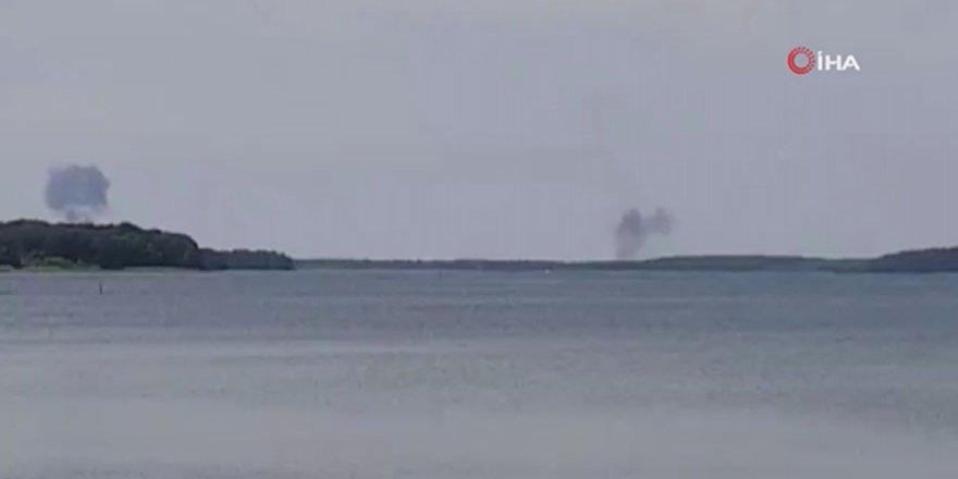 Almanya'da iki savaş uçağı çarpışarak düştü