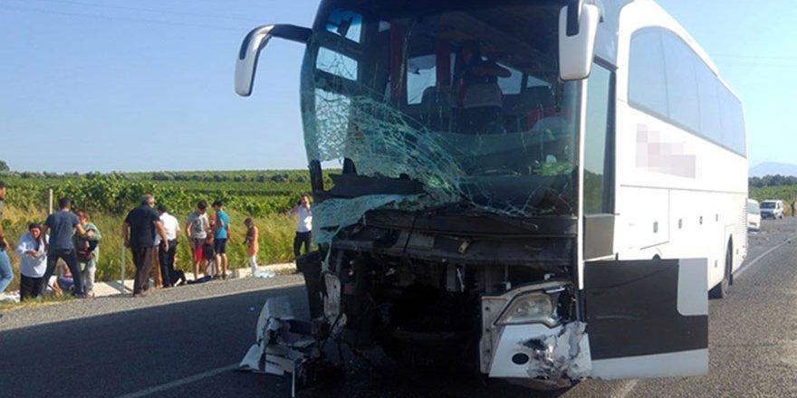 Manisa'da otobüs ve minibüs çarpıştı: 6 ölü, 22 yaralı