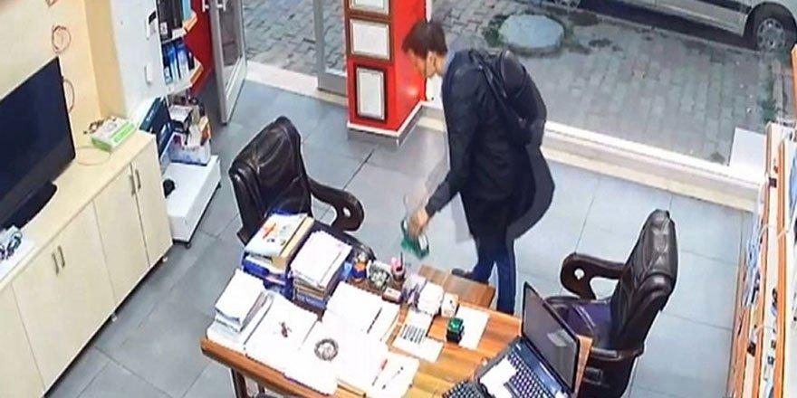 Arnavutköy'de sadaka kutusunu çalan hırsız kameralara yakalandı