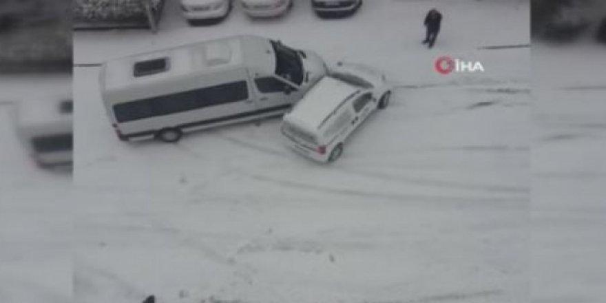 Başkent sokakları buz pistine döndü