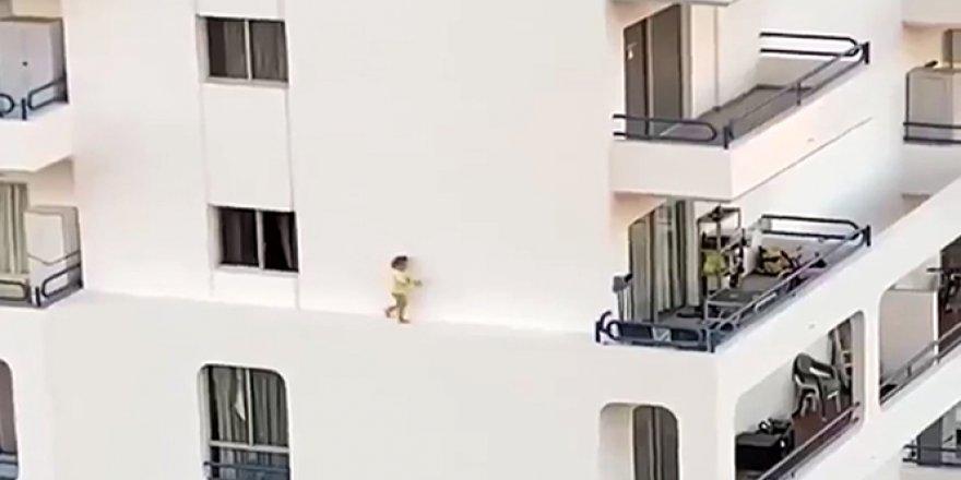 Küçük kızın tehlikeli oyunu kamerada