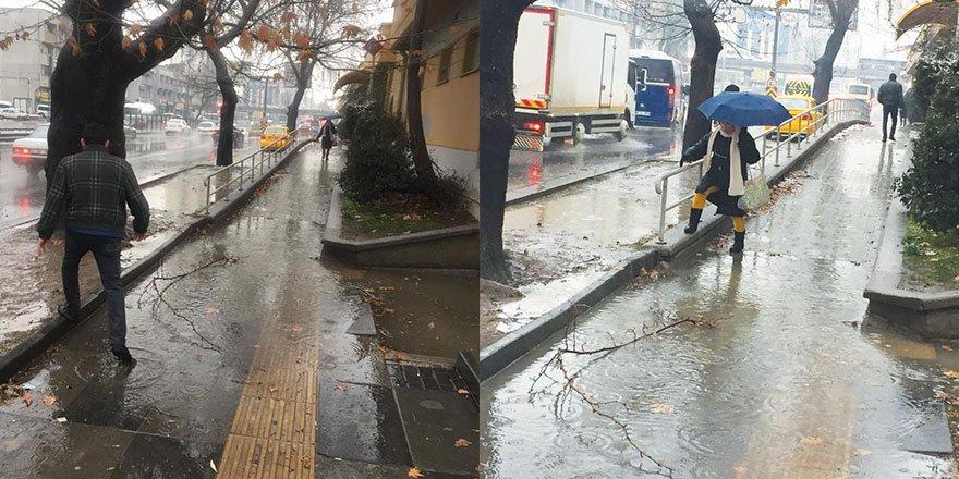 Vatandaştan Büyükşehir'e su birikintisi tepkisi