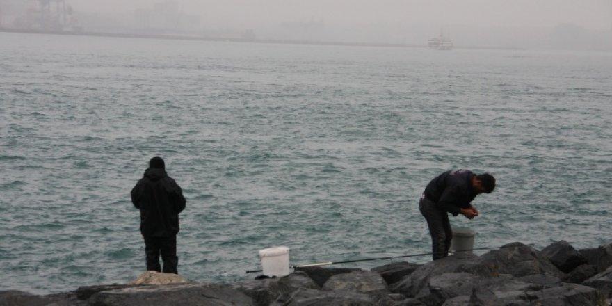 Balık avlayan vatandaş yasağa uymadı, üstelik birde dalga geçti!