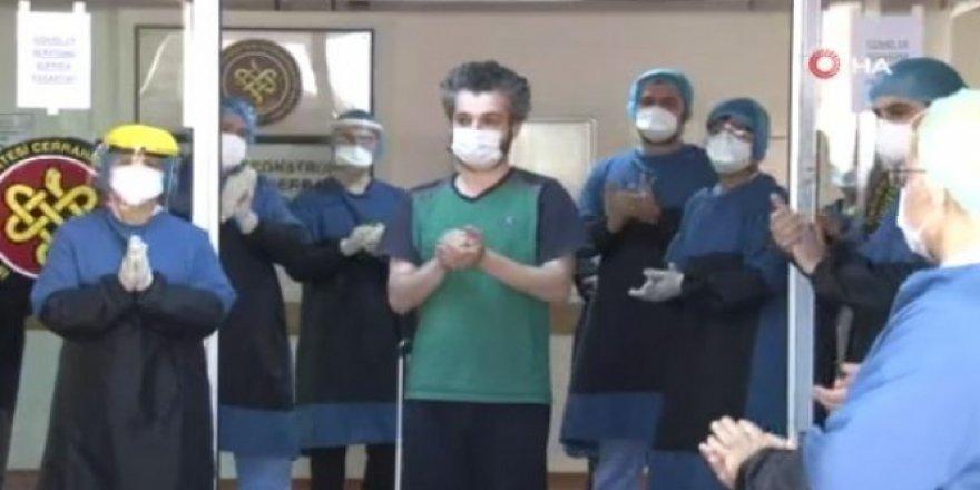 Korona virüsü yenen doktor alkışlarla uğurlandı