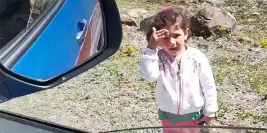 Artvin'de minik kızdan yürekleri ısıtan görüntüler
