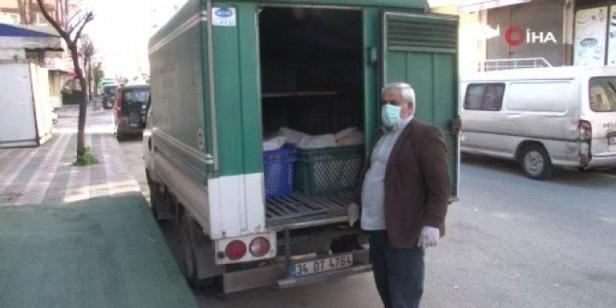 Fırıncılar sokaklarda ekmek dağıtımına başladı