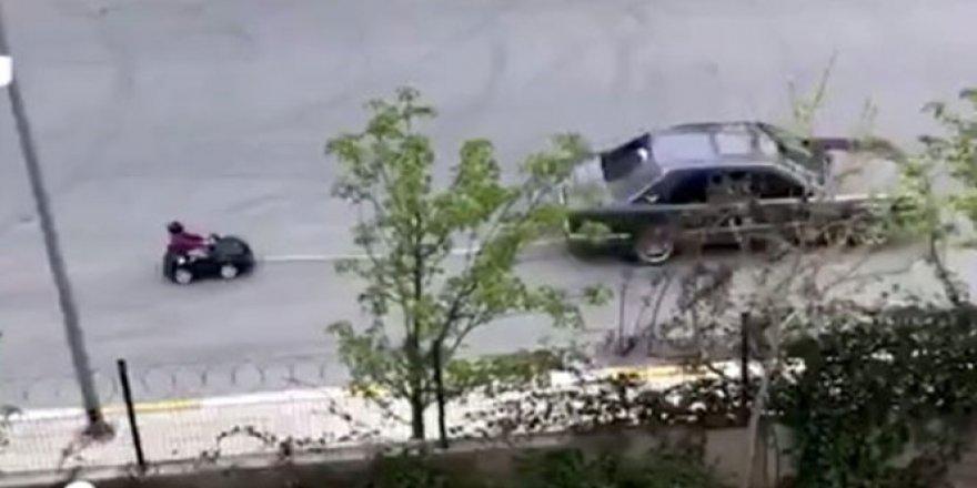 Düşüncesiz baba! Otomobiline bağladığı akülü arabayla...