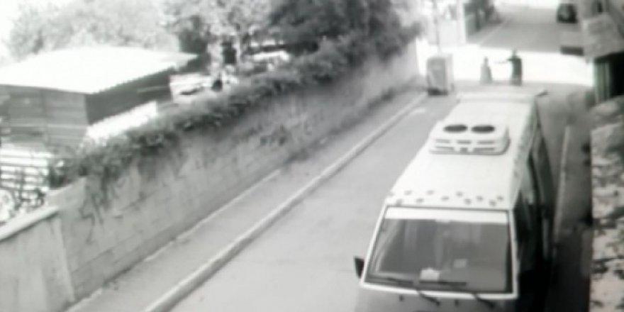 Kapkaçcı, yolda yürüyen kadına dehşet yaşattı