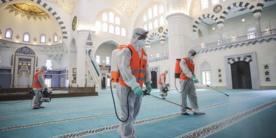 Camiler kısıtlama sonrası ilk namaza hazırlanıyor