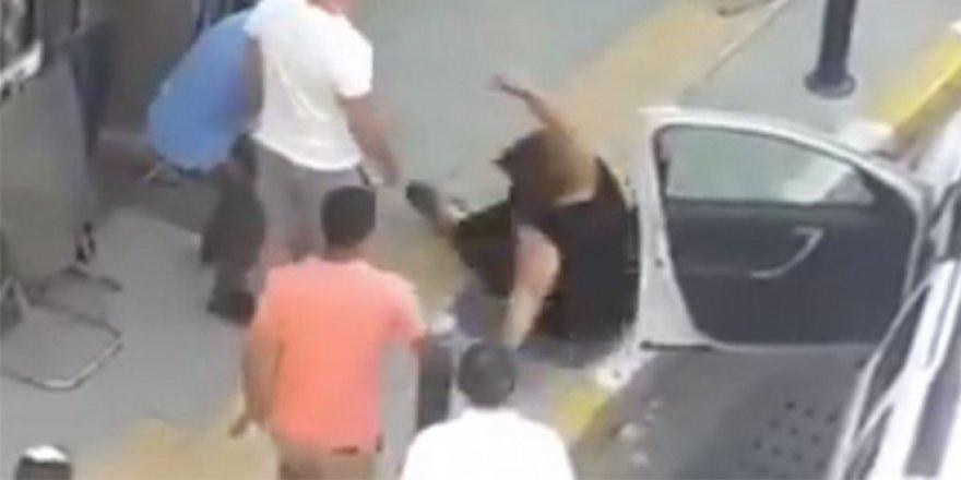 Bu kadarı da pes dedirtti! Park yeri yüzünden kadını yola savurdu