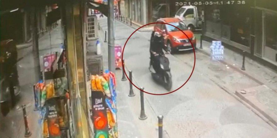 Kebapçının dükkanına silahlı saldırı anı kameralara yansıdı!