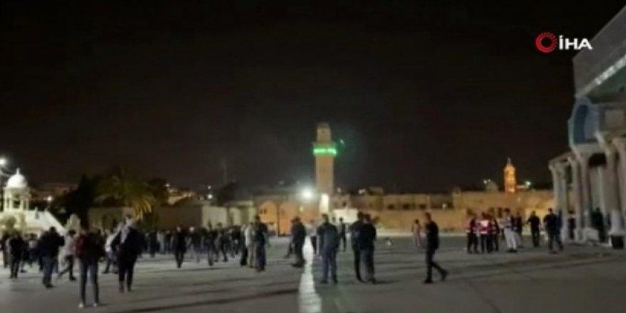Mescid-i Aksa'da İsrail güçlerinin saldırı anı!