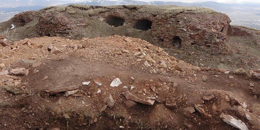 Define avcıları tarihi yapıları delik deşik etti