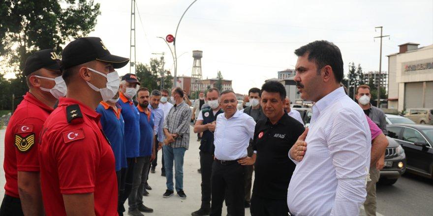Bakan Kurum, sel felaketi yaşanan Rize'de
