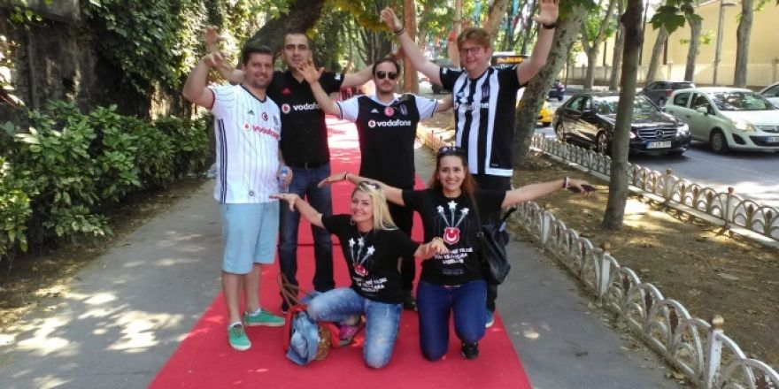 Beşiktaş taraftarlarına kırmızı halı sürprizi