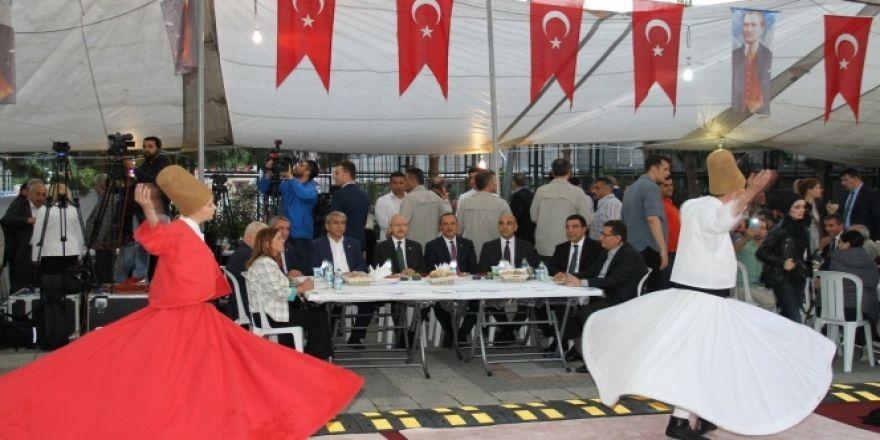 Kılıçdaroğlu, Bakırköy'de pazar esnafıyla iftar yaptı