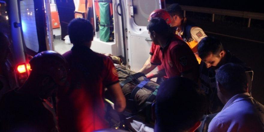 Zincirleme kamyon kazasında sıkışan sürücü kurtarıldı