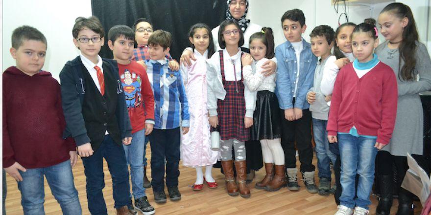 Çizmeci İlkokulu'nda şiir diletisi ve keman resitali