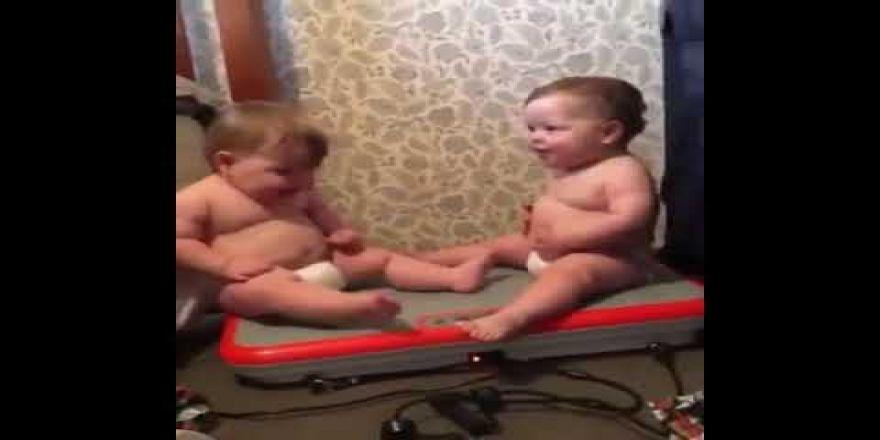 Titreyen bebekler oyun havasi