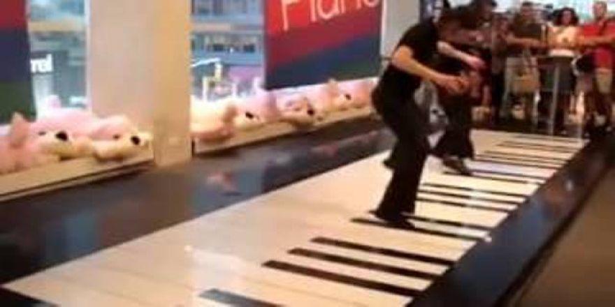 Muhteşem yetenek piyano ayakla çalınırsa